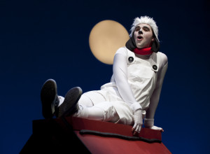 Snoopy (Kevin Eade) sings to the moon (photo: David Lowes)