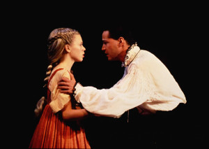 Keanu Reeves & Lissa Repo-Martell (as Ophelia) in 1995's Hamlet (photo: Bruce Monk)