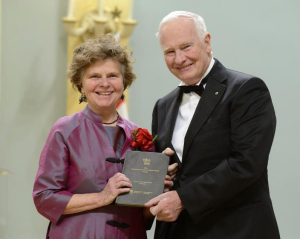Arleen Paré accepts her award from the Governor General