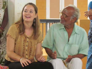 UVic student Chelsea Graham & TEV elder Srinavisan enjoy their time at the Isha School (photo: Aisling Kennedy)